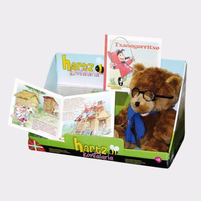 Hartz kontalaria es un peluche recomendado para niños a partir de tres años.  Además del oso, incluye dos cuentos: Caperucita Roja y Los Tres Cerditos. Presionando las manos del oso, se selecciona el cuento que se quiere escuchar. El niño podrá leer los cuentos mientras escucha al oso.