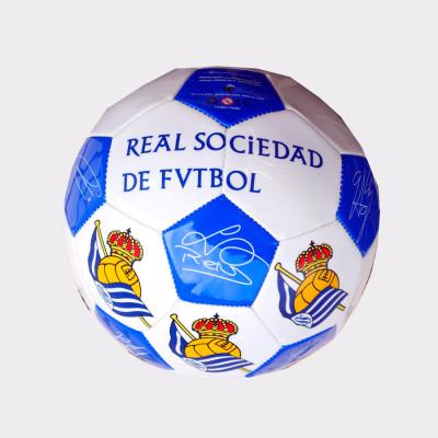 Balón firmas de la Real Sociedad. Balón de cuero con las firmas de los jugadores. Color: Blanquiazul. Tamaño: diámetro 21 cm.